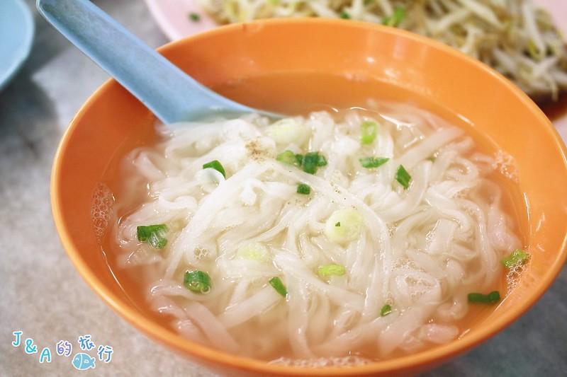 【馬來西亞/怡保美食】老黃芽菜雞沙河粉–必吃嫩香多汁的芽菜雞! @J&A的旅行