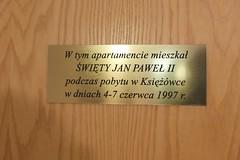 Księżówka, tabliczka na drzwiach aparatemntu św. Jana Pawła II