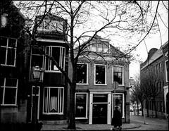 Woonhuis en Winkelwoning (Fotorob) Tags: werkwoonhuis nederland zuidholland vlaardingen woningenenwoningbcomplx eengezinswoning city halfvrijstaandewoning architecture analoog winkelwoning anoniem holland netherlands niederlande architectura architectuur