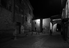 (cherco) Tags: woman lonely solitario night noche nocturne negro nocturna girl blackandwhite light shadow shadows composition composicion village walk urban street calle canon 5d
