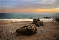 Ante la linea del cielo. (antoniocamero21) Tags: playasllevadó platja paisaje marina paisatje color foto sony cielo agua composición piedras rocas llorell tossa girona brava costa catalunya
