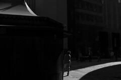 Pça. Antônio Prado, SP (Th. C. Photo) Tags: street streetphotography streetphoto streetphotographysp photography fotografia rua fotografiaderua pretoebranco blackandwhite pb bw centro sp sãopaulo