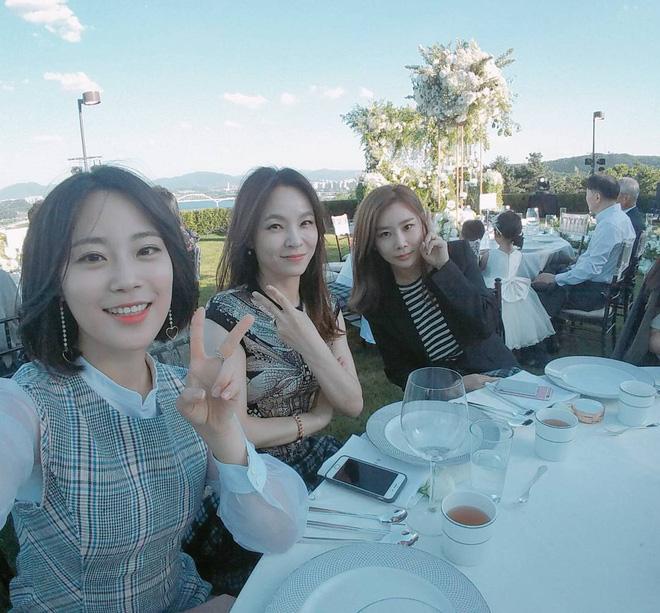 Jang Geun Suk, Hoa hậu Park Si Yeon cùng loạt sao Hàn khoe ảnh trong đám cưới mỹ nhân phim Mười - Ảnh 8.