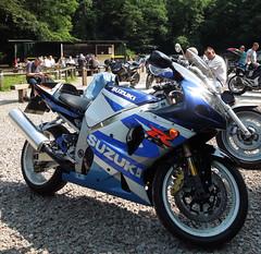 Suzuki GSX-R1000 (K1 2001/2) Jun 2017 (roger.w800) Tags: motorcycling motorbike moto motorrad sportsbike suzuki vjmc classicjapanesebike vintagejapanesebike japan suzukigsxr suzukigsxr1000 gsxr1000k1 gixxer supersports essex highbeach eppingforest