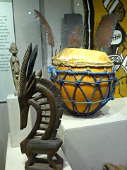 Drum & carved figure from Africa, Spurlock Museum (ali eminov) Tags: champaign illinois universities universityofillinois museums spurlockmuseumofworldcultures musicalinstruments africa drums woodcarvings urbanachampaign