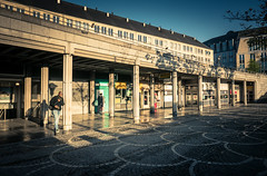 Théâtre d'ombres / Shadows Theater (Gilderic Photography) Tags: liege belgium belgique belgie city shadows light lumiere morning people street panasonic lumix lx100 gilderic