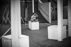 HML00730 (h.m.lenstalk) Tags: noctilux 50mm f095 oz aussie australia australian street sydney noctiluxm 50 095 black white people urban life city 109550 asph leica m typ 240