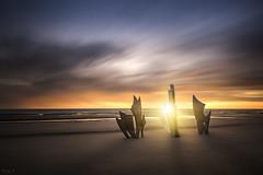 Les Braves (Tony N.) Tags: france normandie saintlaurentsurmer omaha beach omahabeach débarquement landing dday soldiers soldats sculpture monument lesbraves plage sunrise leverdesoleil poselongue longexposure sun soleil nikon d810 vanguard