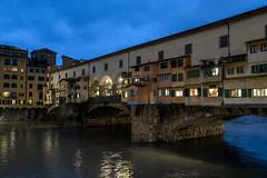 Ponte Vecchio, Firenze (Italia) (ipomar47) Tags: puente bridge ponte vcchio puenteviejo medieval arquitectura architecture firenza florencia italia pentax k20d atardecer evening dusk anochecer bluehour horaazul ruby10 ruby15