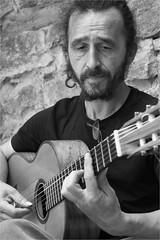 Fantastischer Gitarrenmusiker in Hum (Sabine Jandl-Jobst) Tags: hum