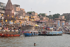 Varanasi, bathing and swimming in the Ganges (5) (walterkolkma) Tags: varanasi india ganges ganga swimming bathing streetphotography hinduism nikond5500