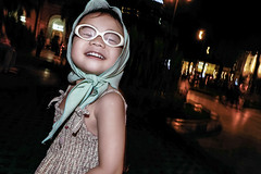 Cute little girl (-clicking-) Tags: streetphotography streetlife streetportrait candid girl child children childhood childish childlike innocence innocent emotion vietnamesechildren lovely life dailylife saigon vietnam