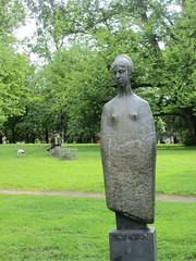 Modern female sculpture, Kungsparken, Gothenburg, Sweden (Paul McClure DC) Tags: gothenburg göteborg sweden sverige scandinavia july2015 sculpture modern