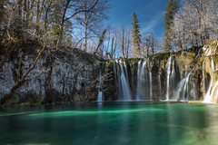 Croatia - Waterfalls in Plitvice National Park (Cyrielle Beaubois) Tags: 2017 canoneos5dmarkii croatia cyriellebeaubois spring travel waterfalls plitvice national park clear water blue sky turquoise lake upper longexposure april