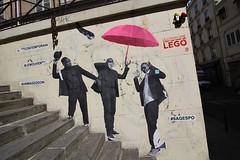 Le Mouvement_5287 rue Scarron Paris 11 (meuh1246) Tags: streetart paris lemouvement ruescarron paris11 parapluie