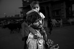 Jodhpur - India (Roberto Farina Travel Photography) Tags: man child asia india jodhpur blackwhite rajasthan