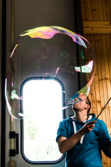 Master of bubbles (Marco Perrons) Tags: bubble bolle colori