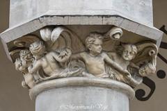 angels (Marjon van der Vegt) Tags: polen krakau marktplein koppen versiering mensen straat buiten standbeelden torens paarden schoonheid