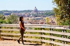 Passeggiata sopra la city (ioriogiovanni10) Tags: nikond5100 d5100 nikon passeggiata mioamore rome sanpietro cupolone città cielo roma