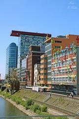 Medienhafen Düsseldorf (Sandra Kuhn) Tags: medienhafen düsseldorf architektur gebäude rhein wasser hafen outdoor impression