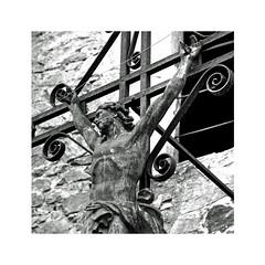 Le christ de l'Eglise d'Oradour-sur-Glane (Yvan LEMEUR) Tags: oradoursurglane christ jésuschrist jésus croix christianisme hautevienne limousin crimecontrelhumanité guerre guerremondiale guerre3945 histoiredefrance histoire inmemoriam souvenir massacre barbarie divisiondasreich