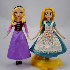 Designer Alice and Adventure Rapunzel With Swapped Dresses - Full Front View (drj1828) Tags: us disneystore doll purchase posable 10inch 2d deboxed designer heroesandvillains aliceinwonderland alice rapunzel disneyfairytaledesignercollection 2016 2017 swappedoutfits tangledtheseries adventure