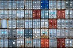 44+1 (Paco Herrero) Tags: spreader noatum puerto port valencia contenedores containers hc