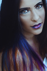 Giselle (TheJennire) Tags: photography fotografia foto photo canon camera camara colours colores cores light luz young tumblr indie teen people portrait face eyes makeup glitter space galaxy 50mm close hair girl purple blue