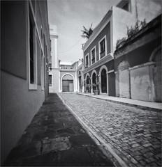 Fotografia Estenopeica (Pinhole Photography) (Black and White Fine Art) Tags: pinhole1214x214 pinhole03mm niksilverefexpro2 lightroom3 camaraestenopeica estenopo pinholecamera sanjuan oldsanjuan viejosanjuan puertorico arquitectura arquitecture bn bw