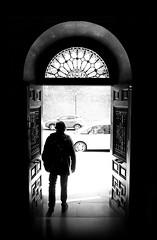 BIENVENIDO AL MUNDO (oskarRLS) Tags: man men light focus street world welcome human darkness blackwhite