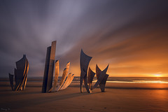 The Braves (Tony N.) Tags: france normandy normandie monument steel acier anilorebanon omahabeach debarquement américain saintlaurentsurmer sunrise levant d810 vanguard nd1000