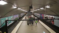 Stockholm_U-Bahn_U-Bahnhof_Odenplan_15_05_2017_MVI_9460 (Bernhard Kußmagk) Tags: odenplan europe europa schweden sweden stockholm kusmagk sverige stockholmstunnelbana thirdrail stromschiene ubahn subte subway underground metro métro metró földalattivasút untergrundbahn undergrundsbane μετρό ちかてつ 지하철 地下鉄 метро tunnelbane tunnelbana bernhardkusmagk bernhardkussmagk chikatetsu kussmagk normalspur 1435mm regelspur vollspur standardgauge voienormale kolejnormalnotorowa bitolapadrão normalspor normaalspoor европейскаяколея normalspår skandinavien