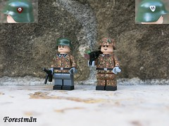 Squad leader and machine gunner (Forestmän) Tags: lego ww2 wwii war camo camouflage ss waffen dot 44 erbsenmuster