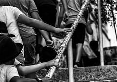 Mains et chapeaux!!! / Hands and hats!! (vedebe) Tags: humain people rue street urbain ville city escaliers noiretblanc netb nb bw monochrome enfant main mains