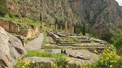 Secrets at the oracle (Delphi, Greece) (armxesde) Tags: pentax k3 ricoh griechenland greece delphi ruins ruinen tempel temple säule column parnassos berg mountain