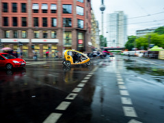 Berlin Hackescher Markt  ☼ (neongelbschwarz) Tags: berlin hackeschermarkt regen rain wet nass streetfotography alex fernsehturm verkehr littlesun bike street