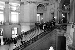 Wedding Group Photo (勇 YoungAdventure) Tags: san francisco サンフランシスコ 샌프란 시스코 舊金山 cityhall rotunda stairs