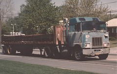 Mack F aerodyne? (PAcarhauler) Tags: mack coe cabover tractor truck semi trailer
