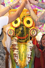 Snana Yatra 2017 - ISKCON-London Radha-Krishna Temple, Soho Street - 04/06/2017 - IMG_2820 (DavidC Photography 2) Tags: 10 soho street london w1d 3dl iskconlondon radhakrishna radha krishna temple hare harekrishna krsna mandir england uk iskcon internationalsocietyforkrishnaconsciousness international society for consciousness snana yatra abhishek bathe deity deities srisri sri lord jagannath baladeva subhadra 4 4th june summer 2017