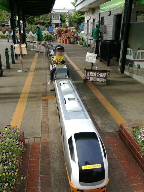 ミニ列車・フレッシュひたち号で記念撮影|北鹿浜公園