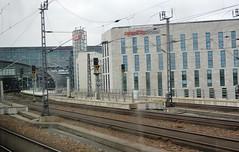 2017_Berlin_5779 (emzepe) Tags: 2017 május tavasz germany alemagne deutschland németország saksa berlin vasút railway eisenbahn állomás vasútállomás bahnhof gara gare station nádraží stanica