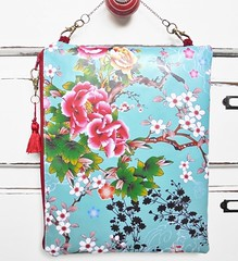 Waterproof travel hanging bag (Jigglemawiggle) Tags: waterproofpouch hangingbag overnightbag travelbag chinoiserie orientalinspired asianinspiration jigglemawiggle folksy etsy