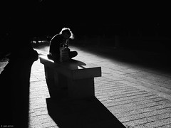 When the sun goes down (René Mollet) Tags: reading street streetphotography shadow silhouette renémollet streetart streetphotographiebw blackandwhite strong