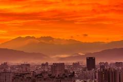 火焰之都 (hosihane) Tags: 台灣 台中南區 火燒雲 日出 城市 雲 山景 sony a77