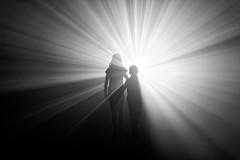 Come into the light (n°3) (Guillaume DELEBARRE (Guigui-Lille)) Tags: noiretblanc nb blackandwhite bw light children canon 6d ef50f12 lumière rayons rais rays éblouissement enfants