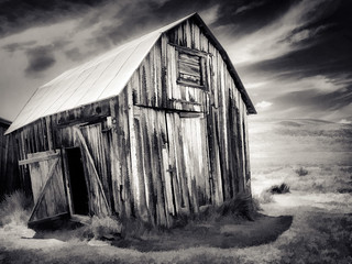 Bodie Barn - Textured Duotone