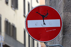 Florence Traffic Sign #26 (just.Luc) Tags: cletabraham streetart urbanart art kunst street straat rue strasse verkeerbord trafficsign sign panneaudesignalisation red rood rouge rot rond round circle cirkel cercle metal metaal ijsschaatser iceskater patinageartistique city ville stadt stad firenze florencia florenz florence tuscany toscane toscana italy italië italie italia italien europa europe