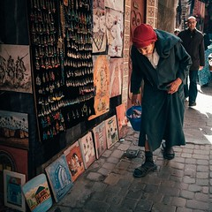 Age & Ache (toletoletole (www.levold.de/photosphere)) Tags: fujixt2 marokko marrakesch xf18mmf2 market kasbah bazaar morocco porträt street portrait people