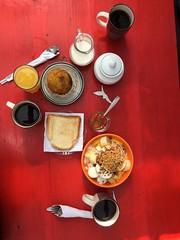 Fruta, café y bolon de verde... Delicioso!! (josenaranjo_8) Tags: losarmadillos restauranteecológico ecuador quito nanegalito delicious food comida comidatípica autóctono rojo escapada flickrmoment flickrtime bienestar salud felicidad airelibre mesa jugo familia fruta cafe tropical paz relax delicioso cafedaamanha desayuno breakfast