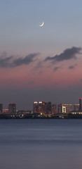 Crescent moon in Tokyo Bay (sapphire_rouge) Tags: 若洲海浜公園 東京 夜景 tokyo bayarea 湾岸 nightview wakasuseasidepark crescentmoon moon 三日月